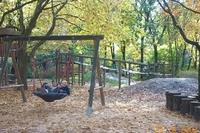 Spielplatz im Herbst